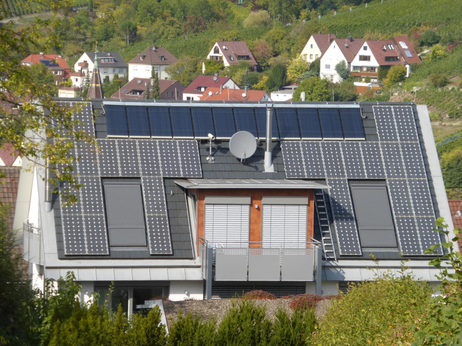 Plus-Energiehäuser speichern Energie