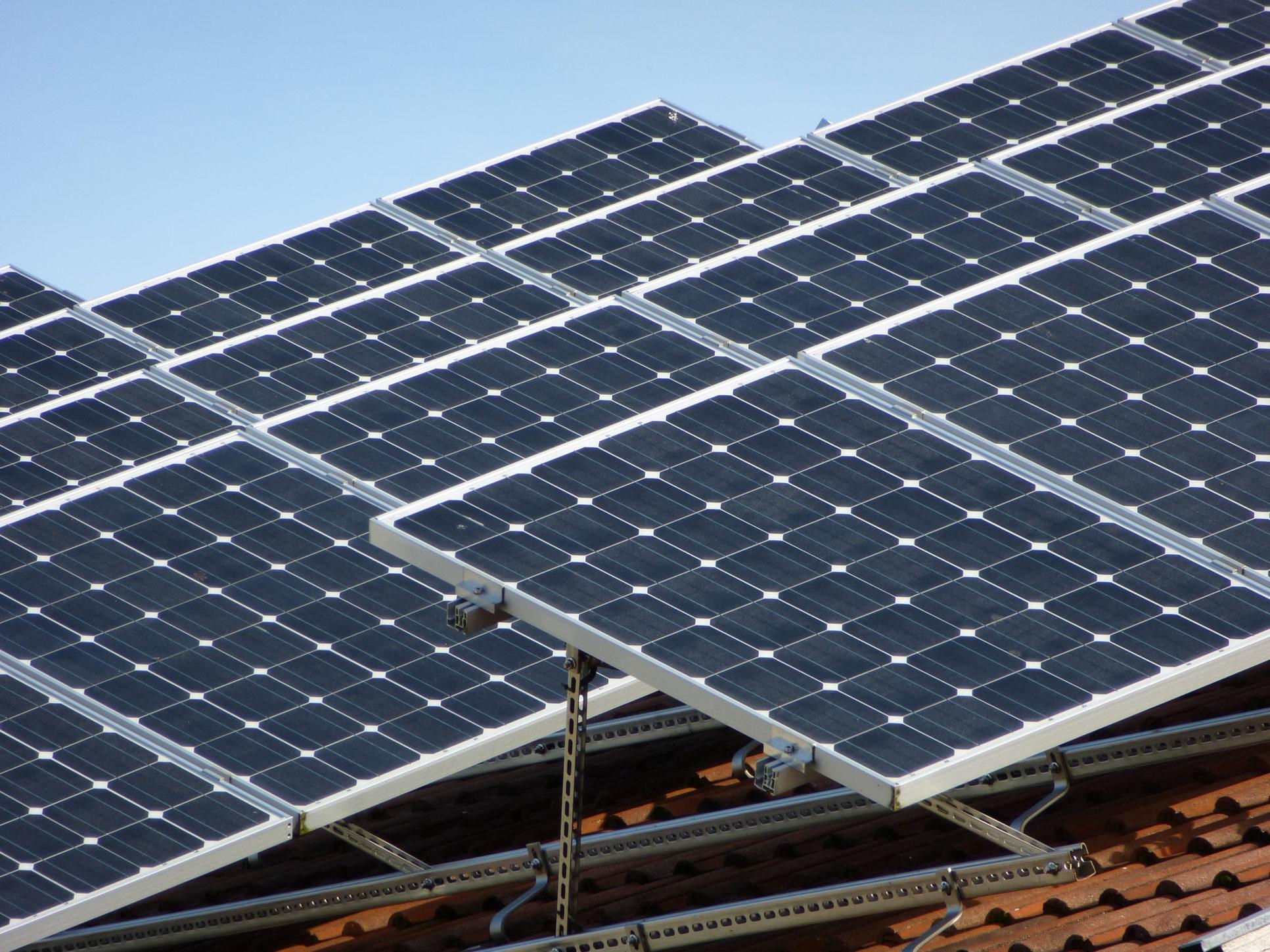 Holzhaus Bau mit Solar als Plusenergiehaus